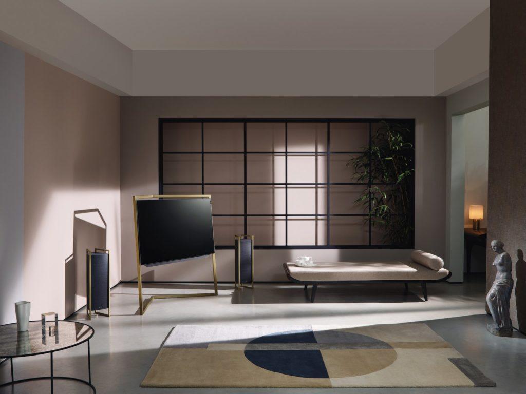 l_5120x3840_bild_55-floorstand-lightgold_0048_speakers2x